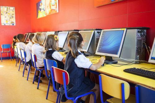 aula informática del colegio entrenaranjos international school